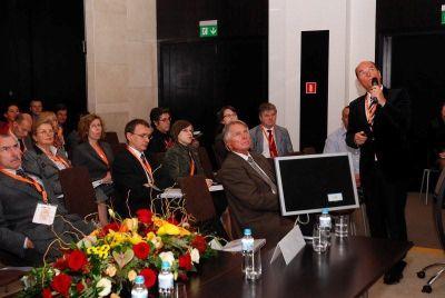 Professor Michael Klentze, Munich, Germany is providing a lecture.