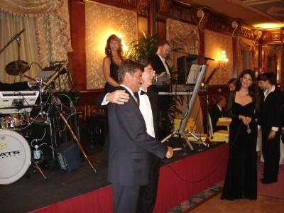 Dr Vincenzo Gambino presents dr Kolasinski CESAR AWARD.