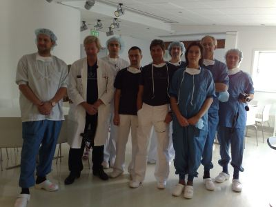Photo 1. The group of course participants – most numerously represented by the group of Polish surgeons. The second man from the left: prof. Per Heden, behind him dr Ludomir Lembas, next dr Tomasz Kasprzyk, dr Jerzy Kolasiński, dr Małgorzata Kolenda and others.